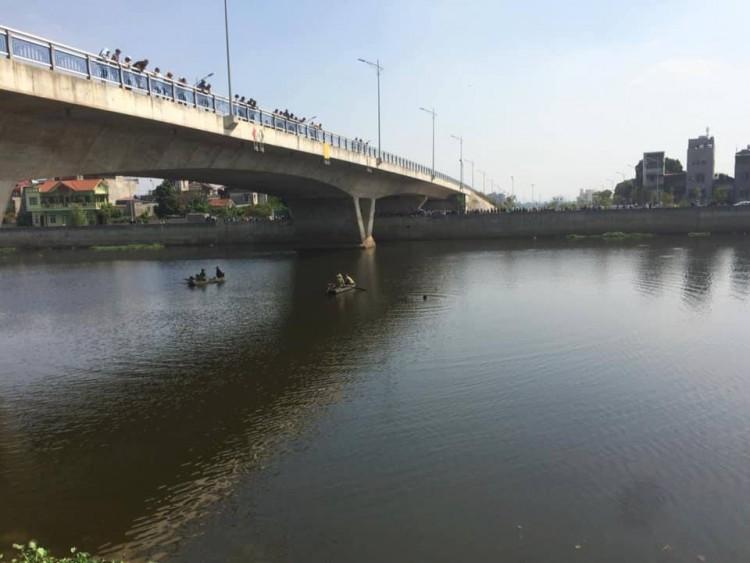 Cô gái 19 tuổi đang mang thai 4 tuần nhảy xuống sông tự tử sau khi cãi vã với bạn trai là sinh viên Ảnh 1