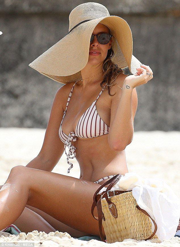 Vóc dáng 'vạn người mê' của người mẫu đình đám Úc Natasha Oakley Ảnh 4