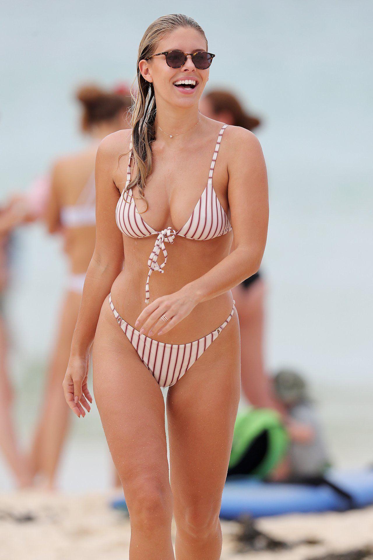 Vóc dáng 'vạn người mê' của người mẫu đình đám Úc Natasha Oakley Ảnh 3