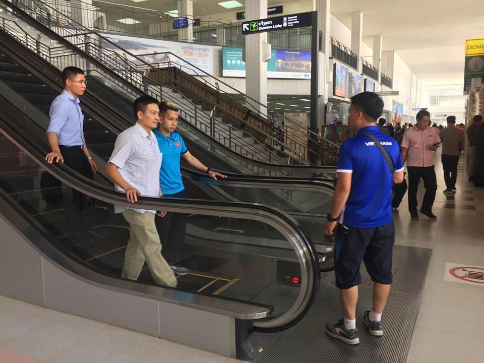 Hồng Duy suýt 'trắng tay' trong ngày đầu tới Lào Ảnh 1