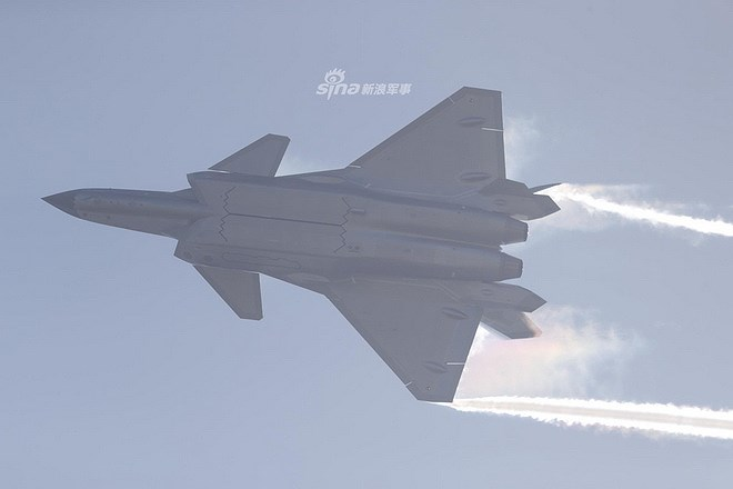 Màn trình diễn của tiêm kích tàng hình J-20 bị coi là 'nỗi thất vọng lớn' Ảnh 9
