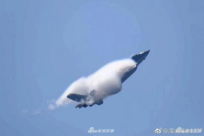 Màn trình diễn của tiêm kích tàng hình J-20 bị coi là 'nỗi thất vọng lớn' Ảnh 7