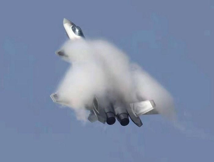 Màn trình diễn của tiêm kích tàng hình J-20 bị coi là 'nỗi thất vọng lớn' Ảnh 2