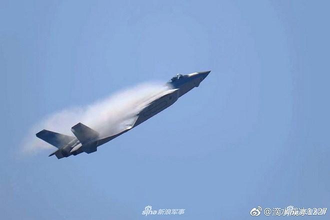 Màn trình diễn của tiêm kích tàng hình J-20 bị coi là 'nỗi thất vọng lớn' Ảnh 6