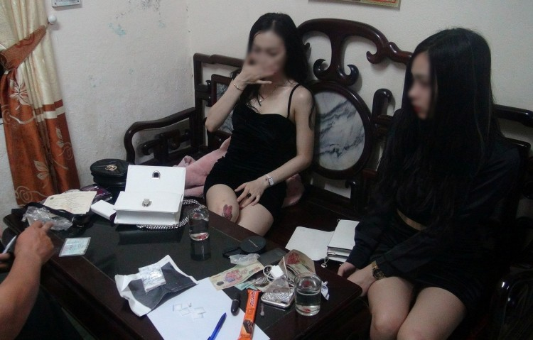 Chân dung kiều nữ xinh đẹp 20 tuổi bị bắt vì tàng trữ thuốc lắc và ma túy đá ở Huế Ảnh 1