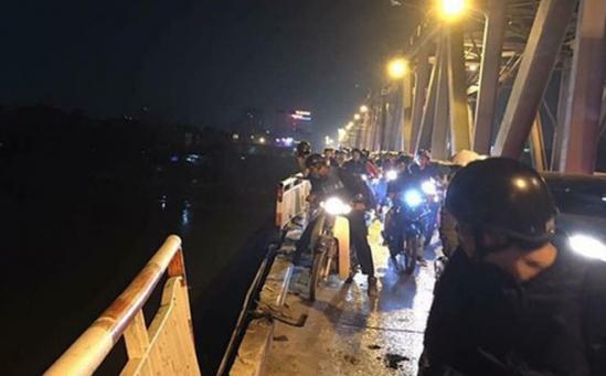 Sau vụ xe Mercedes rơi xuống sông Hồng: Sẽ tổ chức lại giao thông cầu Chương Dương? ảnh 1