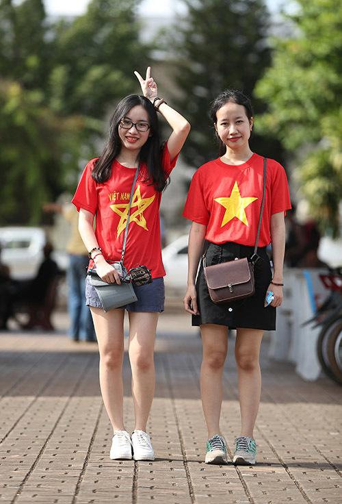 Hàng nghìn CĐV kéo tới sân tiếp lửa tuyển Việt Nam tại Lào Ảnh 3