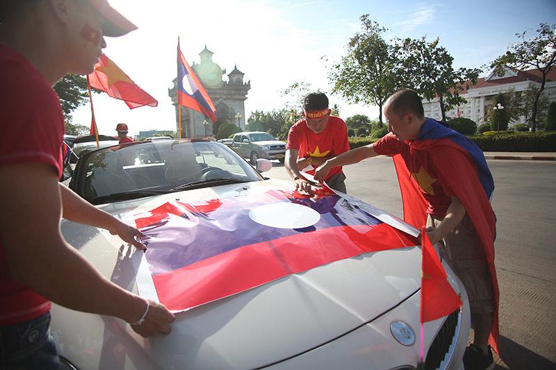 Hàng nghìn CĐV kéo tới sân tiếp lửa tuyển Việt Nam tại Lào Ảnh 10