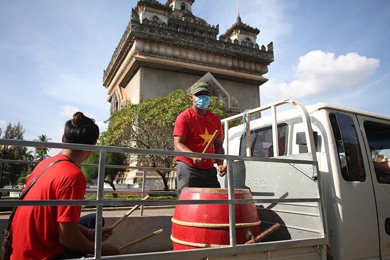 Hàng nghìn CĐV kéo tới sân tiếp lửa tuyển Việt Nam tại Lào Ảnh 7