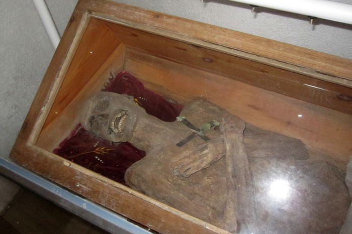 Bí ẩn xác người đàn ông bị chôn gần 300 năm vẫn nguyên vẹn Ảnh 1