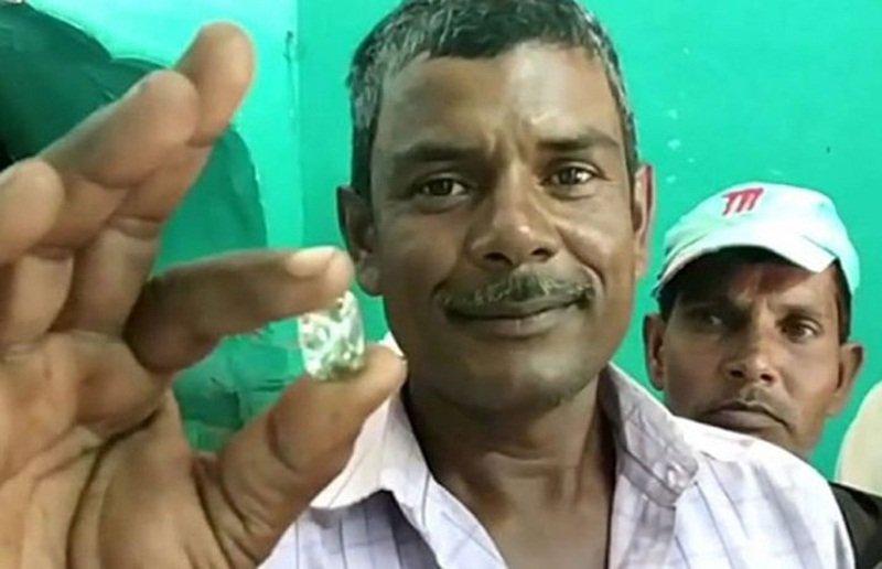 Ba đời nối tiếp nhau đào được viên kim cương 8 tỷ đồng Ảnh 1