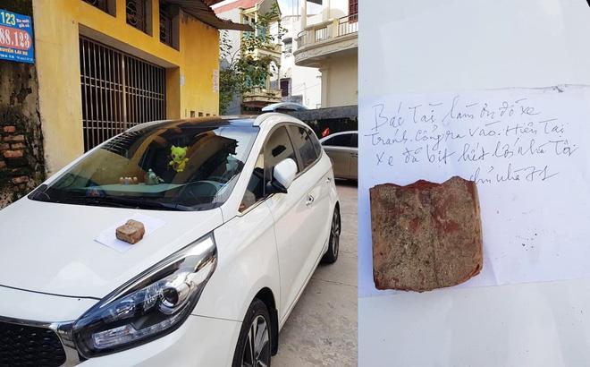 Bị ô tô đỗ trước cửa chắn lối ra vào, chủ nhà tức giận ném trứng sống vương vãi khắp xe dậy mùi tanh cả khu phố Ảnh 5
