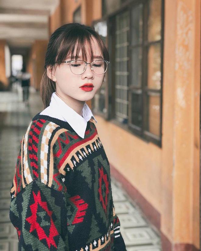 Tìm ra cô bạn trong bức ảnh 'bóc phốt con gái' lúc đi học và khi lên đồ 'thả thính' đang gây sốt Ảnh 2