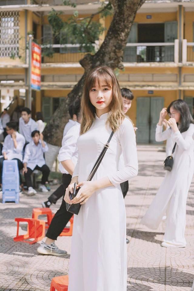 Tìm ra cô bạn trong bức ảnh 'bóc phốt con gái' lúc đi học và khi lên đồ 'thả thính' đang gây sốt Ảnh 4