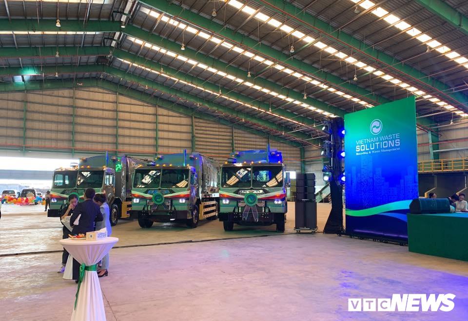 VMS trao tặng 8 xe chở rác cho TP.HCM, Long An và Kiên Giang Ảnh 2
