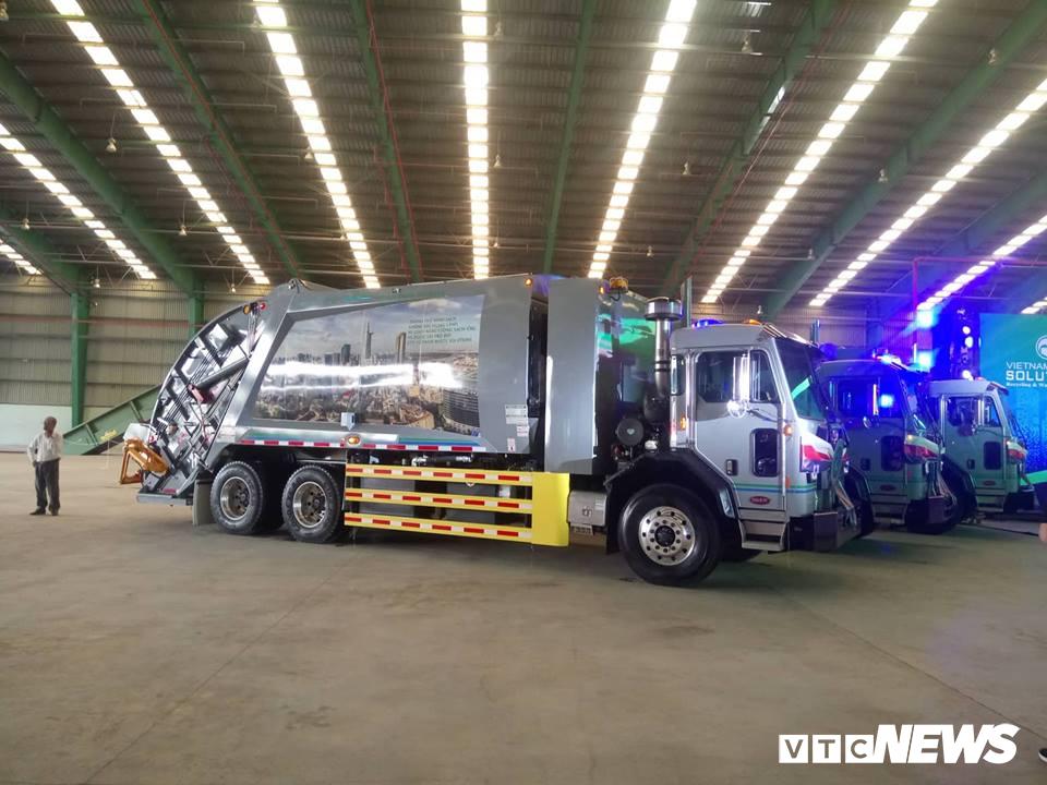 VMS trao tặng 8 xe chở rác cho TP.HCM, Long An và Kiên Giang Ảnh 1