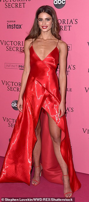 Bella Hadid diện mốt không nội y dự tiệc Victoria's Secret Show Ảnh 15