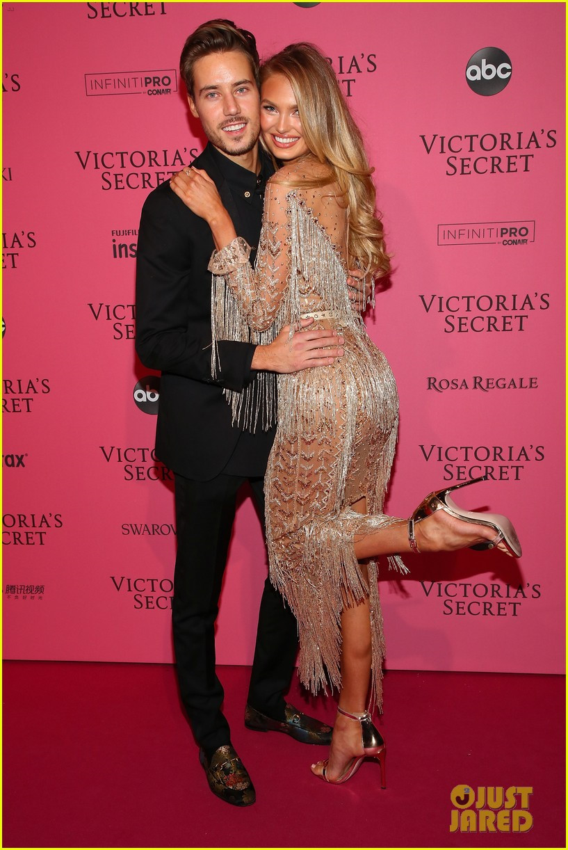 Bella Hadid diện mốt không nội y dự tiệc Victoria's Secret Show Ảnh 10