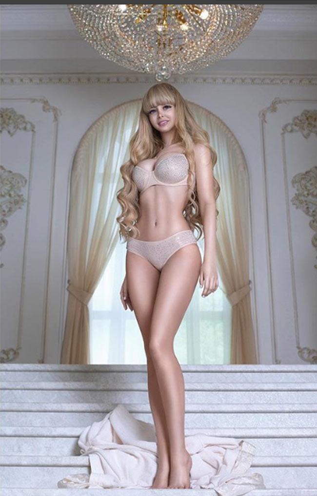 Cô gái được mệnh danh 'búp bê sống xinh nhất nước Nga' Ảnh 1