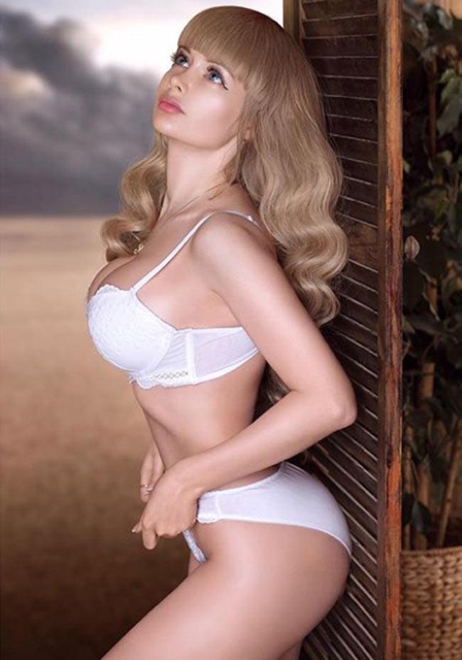 Cô gái được mệnh danh 'búp bê sống xinh nhất nước Nga' Ảnh 10