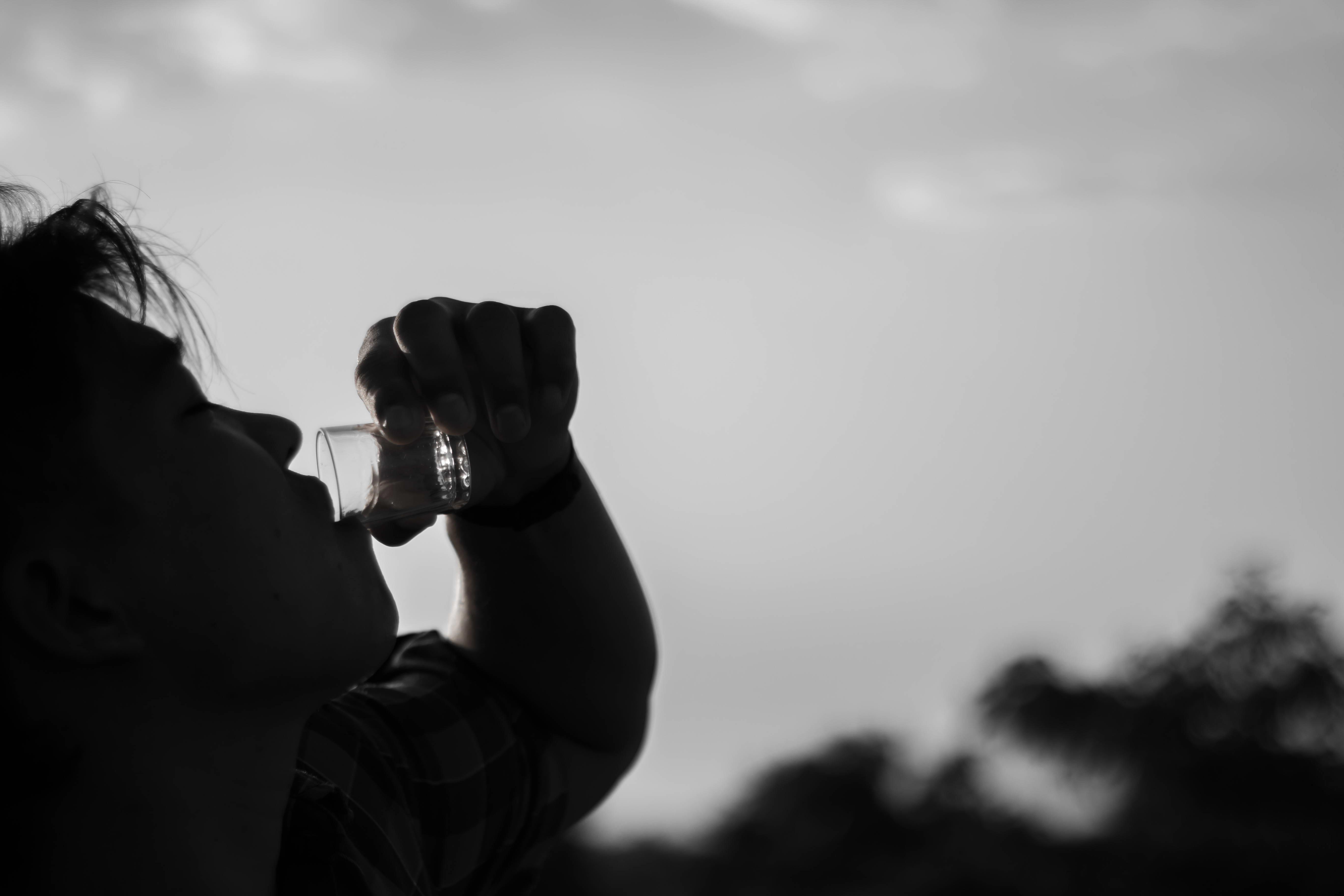 Ám ảnh bia rượu: Chuyện kể từ nhà xác và bệnh viện tâm thần Ảnh 1