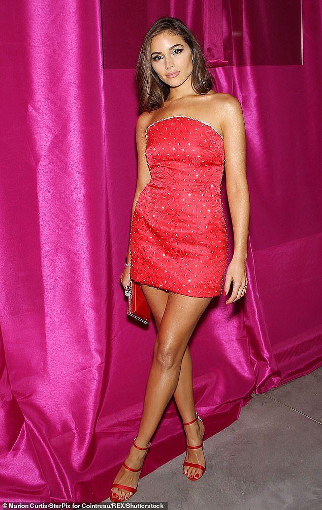 Olivia Culpo đầm đỏ siêu ngắn quá đỗi gợi tình dự tiệc tối Ảnh 3