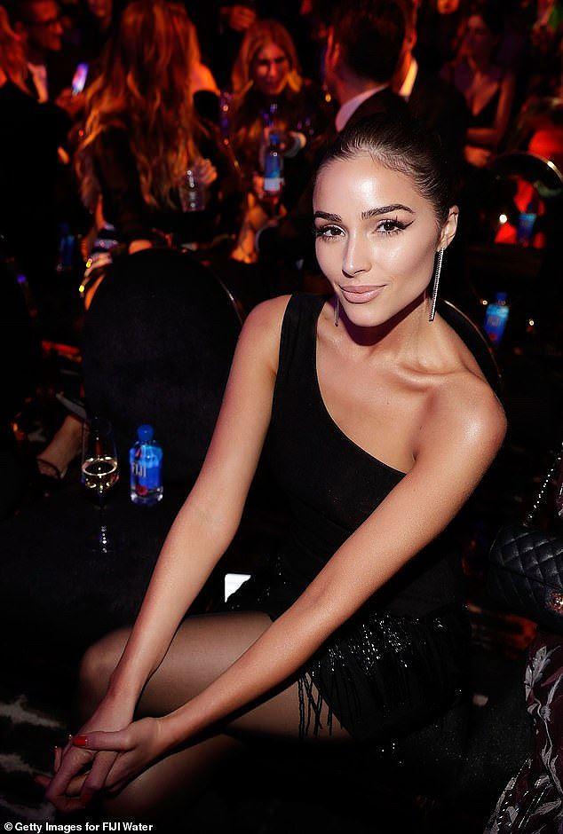 Olivia Culpo đầm đỏ siêu ngắn quá đỗi gợi tình dự tiệc tối Ảnh 12