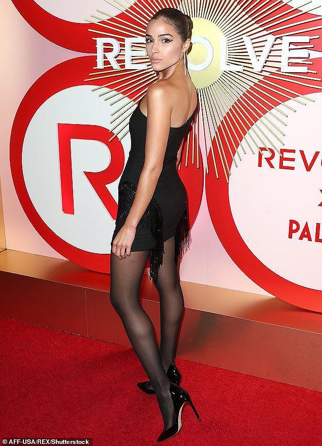 Olivia Culpo đầm đỏ siêu ngắn quá đỗi gợi tình dự tiệc tối Ảnh 10