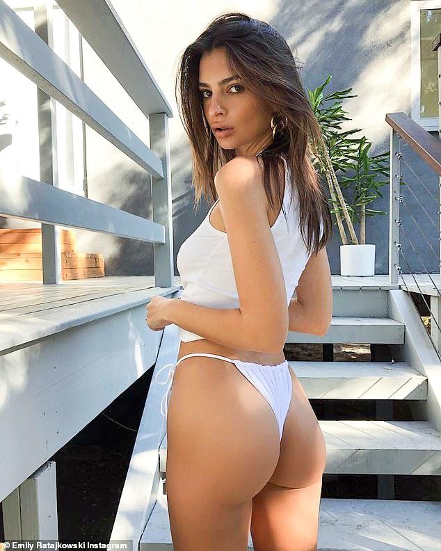 Emily Ratajkowski tự tin khoe dáng chuẩn với bikini gợi cảm Ảnh 1