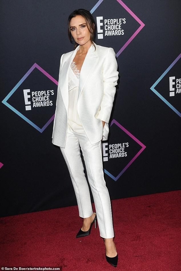 Victoria Beckham thanh lịch với vest trắng trên thảm đỏ sự kiện Ảnh 5
