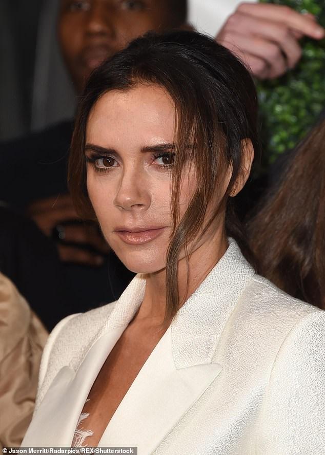 Victoria Beckham thanh lịch với vest trắng trên thảm đỏ sự kiện Ảnh 6