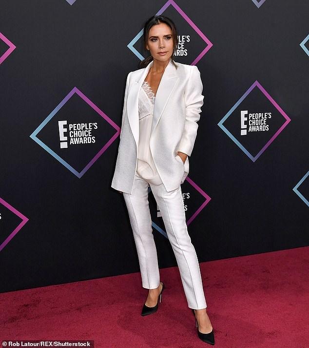 Victoria Beckham thanh lịch với vest trắng trên thảm đỏ sự kiện Ảnh 11