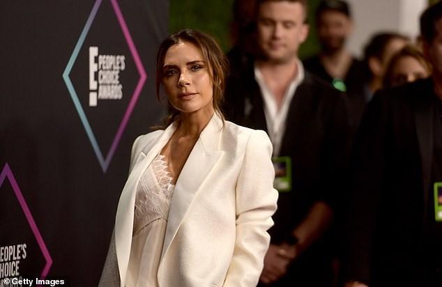 Victoria Beckham thanh lịch với vest trắng trên thảm đỏ sự kiện Ảnh 10