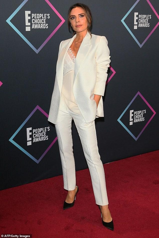 Victoria Beckham thanh lịch với vest trắng trên thảm đỏ sự kiện Ảnh 7