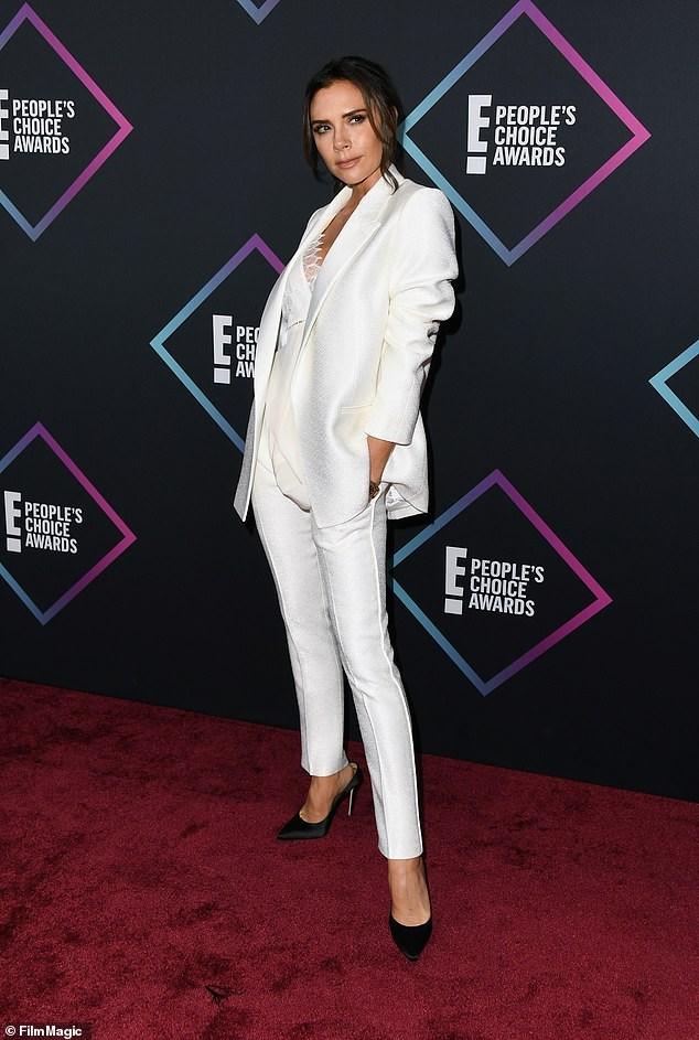 Victoria Beckham thanh lịch với vest trắng trên thảm đỏ sự kiện Ảnh 9
