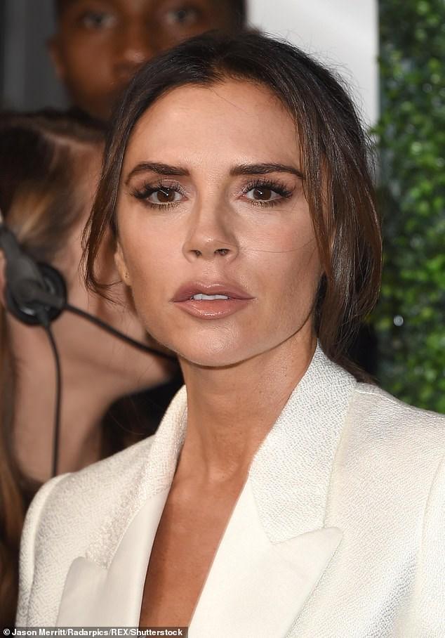 Victoria Beckham thanh lịch với vest trắng trên thảm đỏ sự kiện Ảnh 3