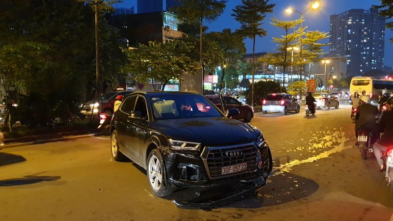 Tài xế Audi Q5 đâm liên hoàn do... 'cúi xuống lấy chai nước' Ảnh 2