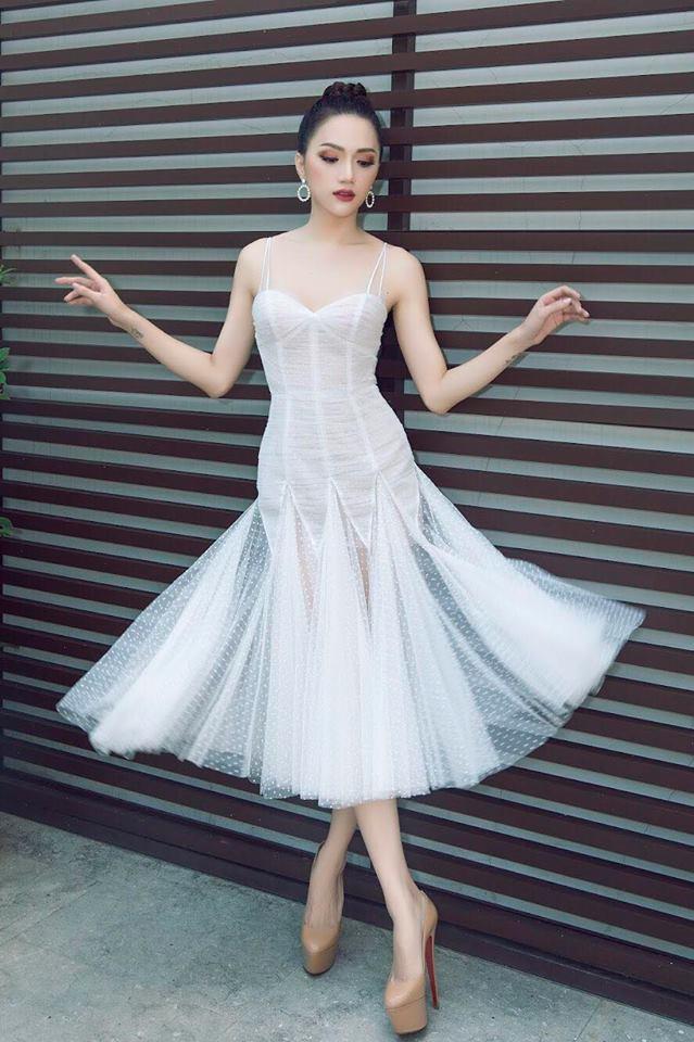 Tiểu Vy khôn khéo khi bắt chước kiểu tạo dáng 'thương hiệu' của Hoa hậu Hương Giang Ảnh 9
