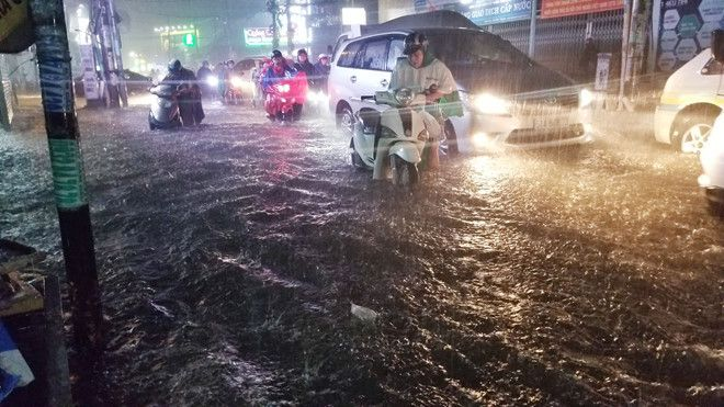 TP.HCM chỉ đạo khẩn ứng phó áp thấp nhiệt đới gần bờ Ảnh 1
