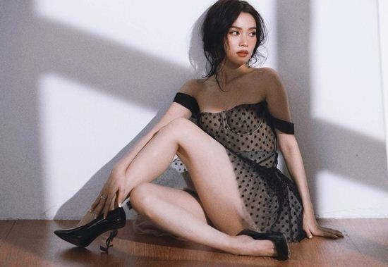 Sĩ Thanh tiếp tục tung loạt ảnh mới gợi cảm sexy sau bộ ảnh dung tục 'bôi bẩn' Sài Gòn Ảnh 6