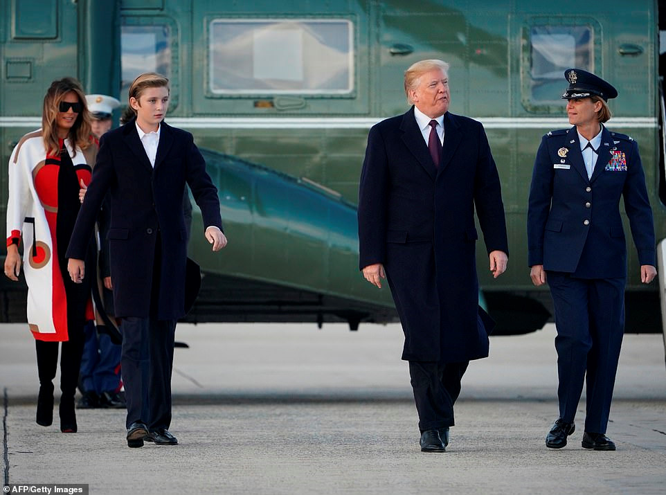 Con trai út Tổng thống Trump ngày càng cao lớn, mặc bảnh bao Ảnh 4