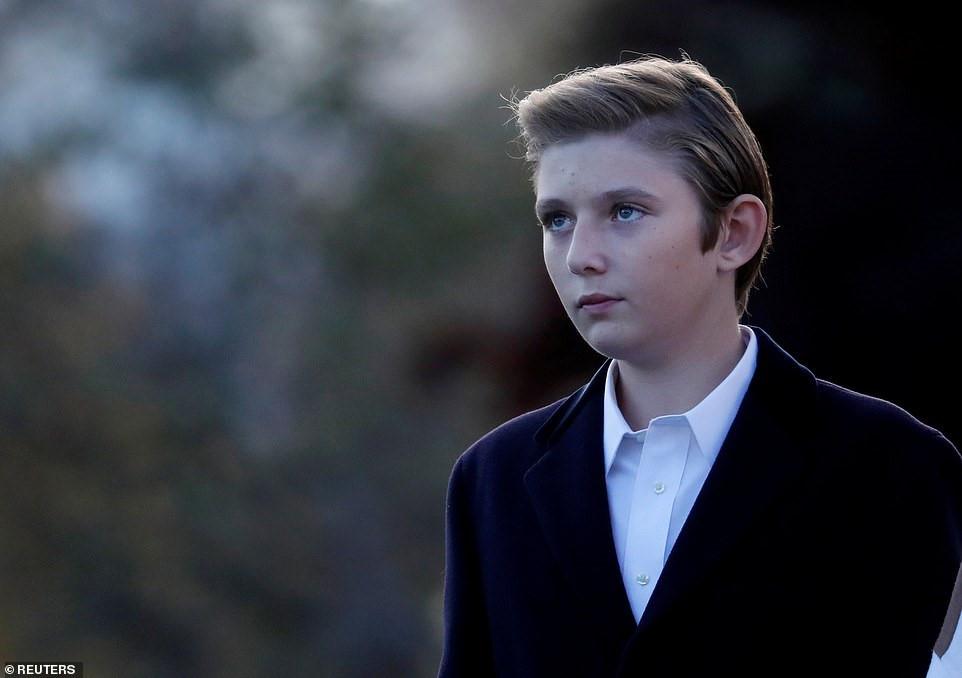 Con trai út Tổng thống Trump ngày càng cao lớn, mặc bảnh bao Ảnh 3