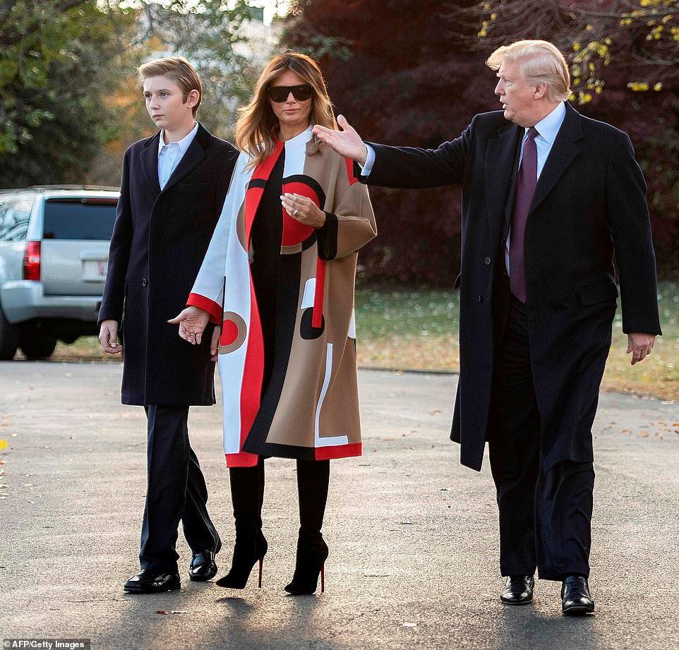 Con trai út Tổng thống Trump ngày càng cao lớn, mặc bảnh bao Ảnh 1