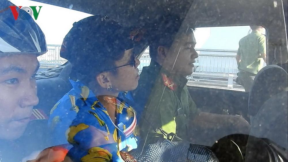 Leo đỉnh trụ cầu quay clip 'câu view' khiến gần 100 cảnh sát giải cứu Ảnh 2
