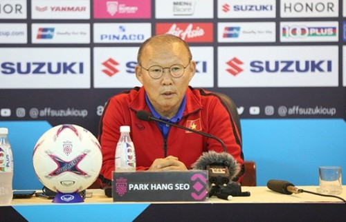 HLV Park Hang-seo chưa nghĩ tới bán kết, dè chừng đội bóng của HLV Honda Ảnh 1