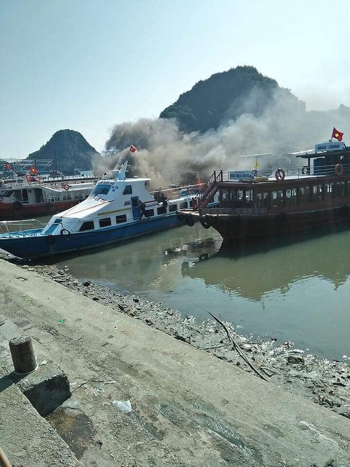 Quảng Ninh: Tàu cao tốc bốc cháy dữ dội tại Cảng Cái Rồng Ảnh 1