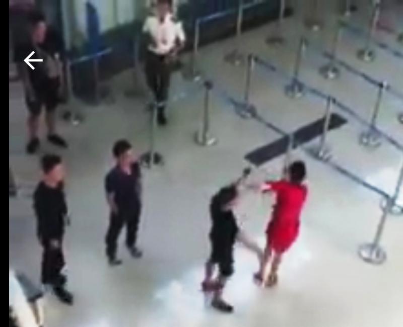 Bộ GTVT đề nghị xử nghiêm côn đồ hành hung nhân viên hàng không Ảnh 1