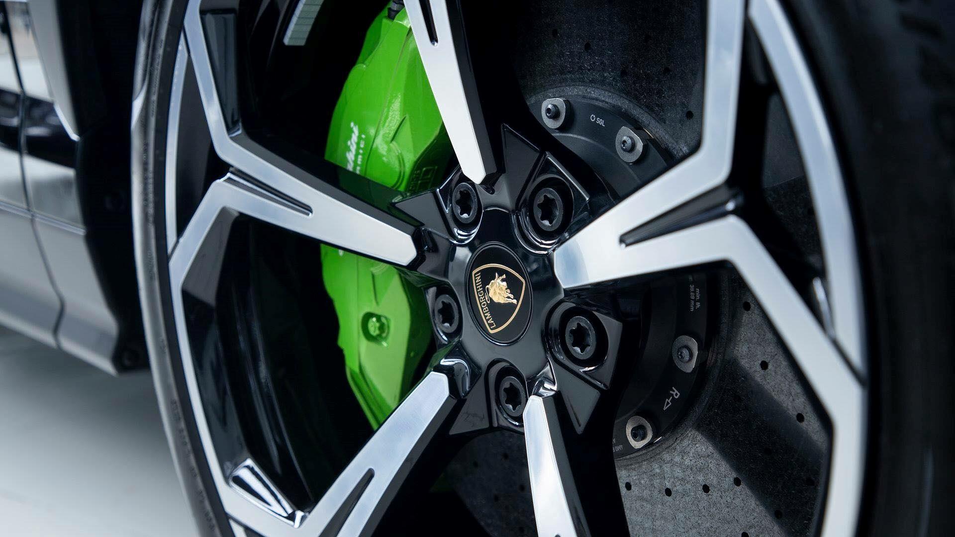 Cận cảnh 'siêu SUV' Lamborghini Urus thứ ba đặt chân đến Campuchia Ảnh 6
