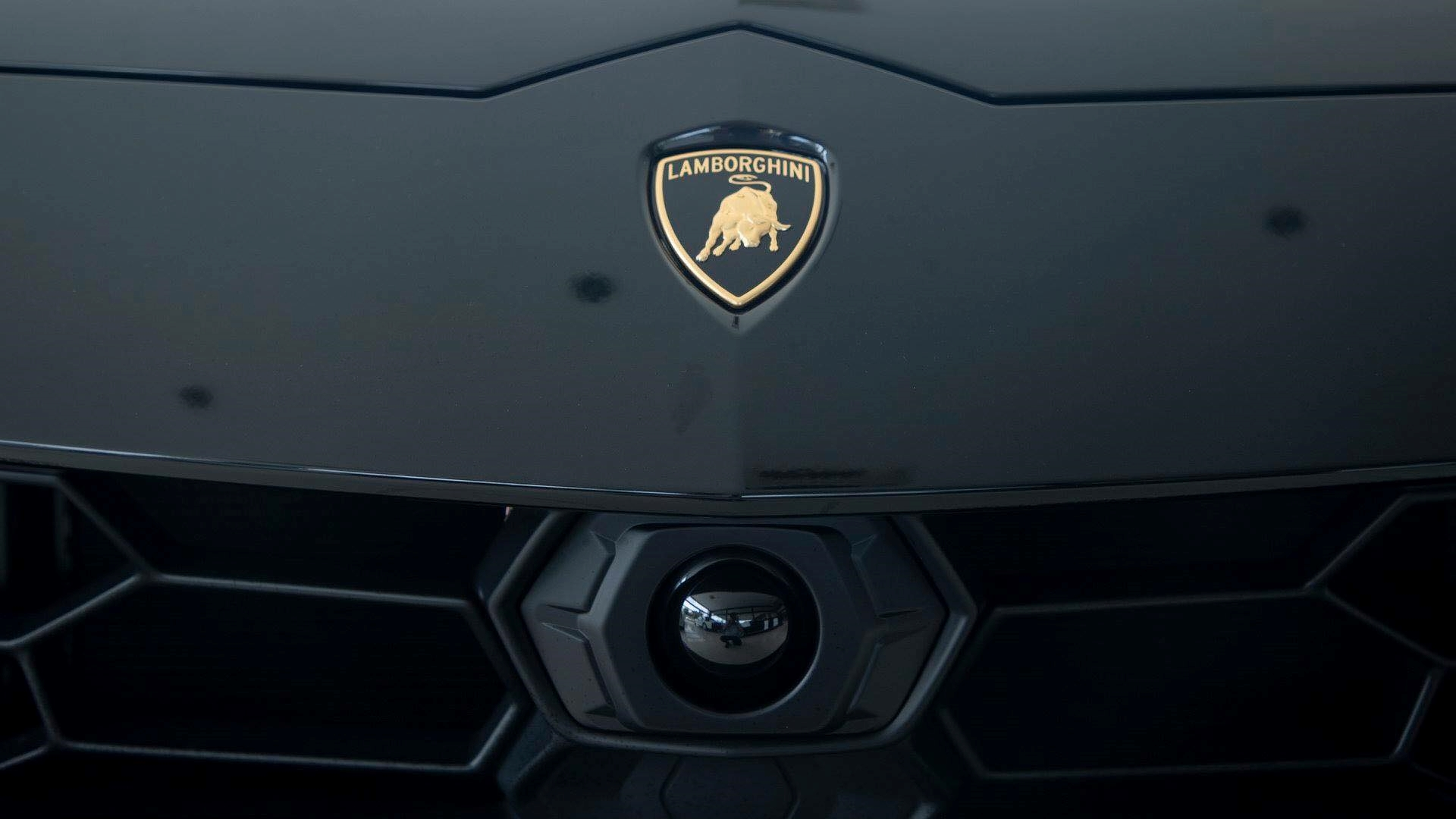 Cận cảnh 'siêu SUV' Lamborghini Urus thứ ba đặt chân đến Campuchia Ảnh 3