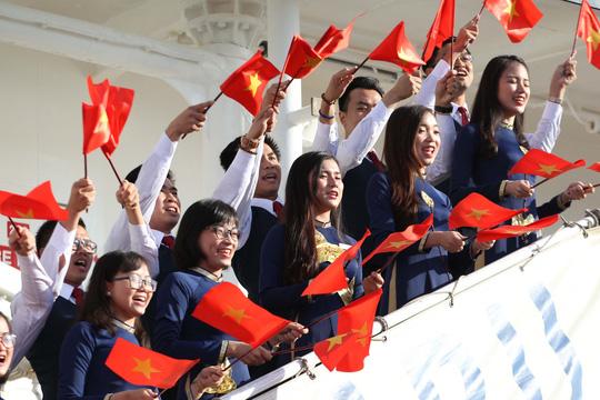 Tàu Nhật Bản chở 326 thanh niên ưu tú đến TP HCM Ảnh 2